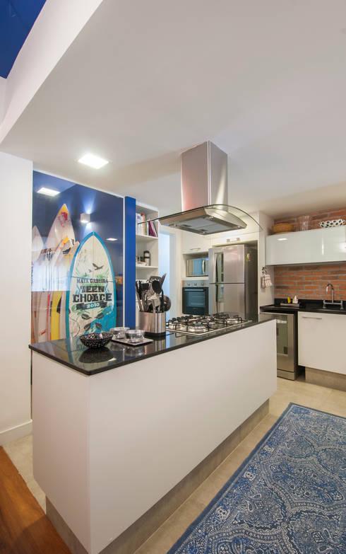 APARTAMENTO JARDIM OCEÂNICO | Cozinha: Cozinhas modernas por Tato Bittencourt Arquitetos Associados