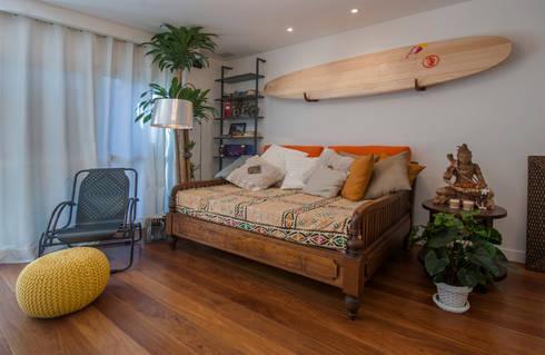 PARTAMENTO JARDIM OCEÂNICO | Sala: Salas de estar ecléticas por Tato Bittencourt Arquitetos Associados