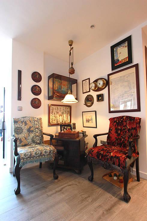 Pasillos y hall de entrada de estilo  por Novodeco