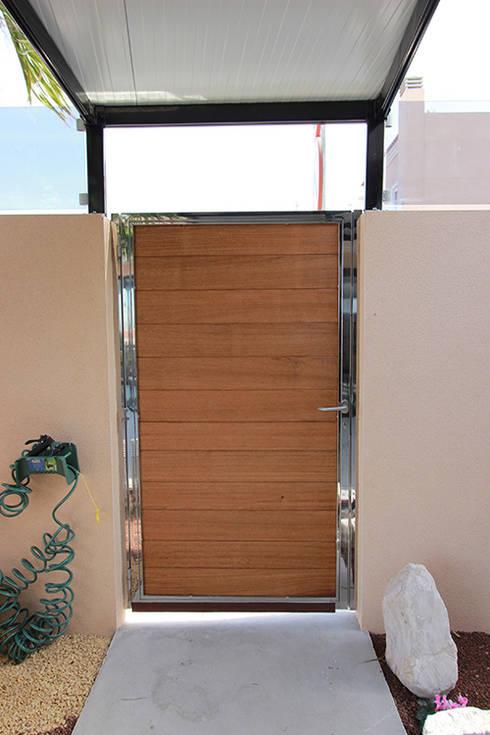 Reforma de vivienda con etiqueta de eficiencia energética A (Gran Alacant, Santa Pola): Ventanas de estilo  de Novodeco