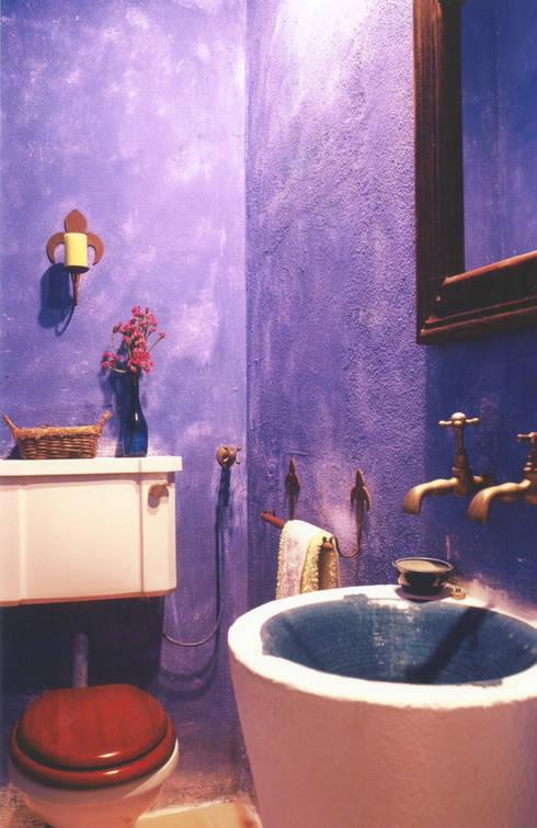 WC: Casas de banho rústicas por Stoc Casa Interiores