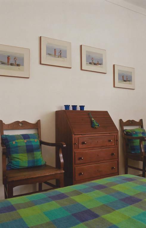 Quarto: Quartos rústicos por Stoc Casa Interiores