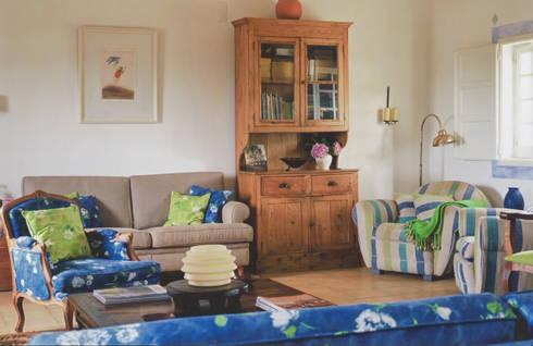 Sala de Estar: Salas de estar rústicas por Stoc Casa Interiores
