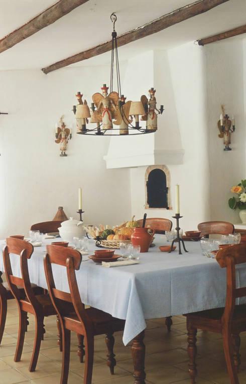Sala de Jantar: Salas de jantar  por Stoc Casa Interiores