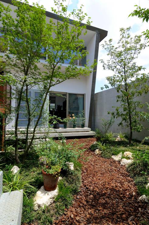 K-HOUSE: 株式会社長野聖二建築設計處が手掛けた庭です。
