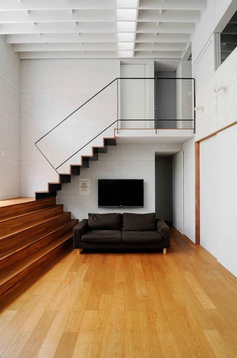 K-HOUSE: 株式会社長野聖二建築設計處が手掛けたリビングです。