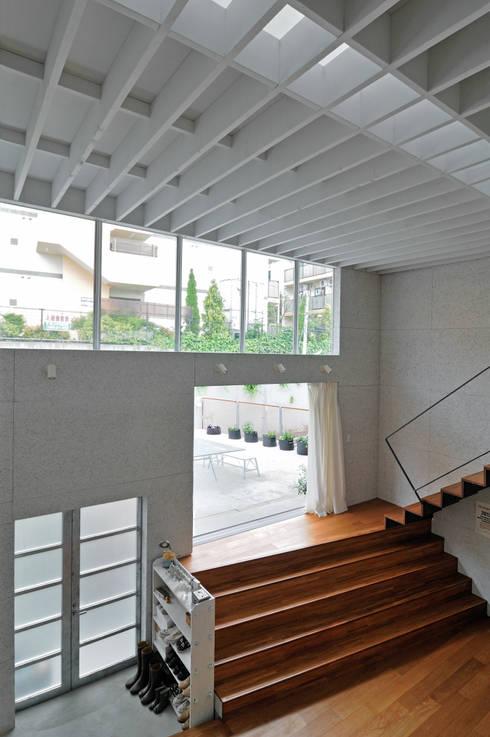 ห้องนั่งเล่น by 株式会社長野聖二建築設計處