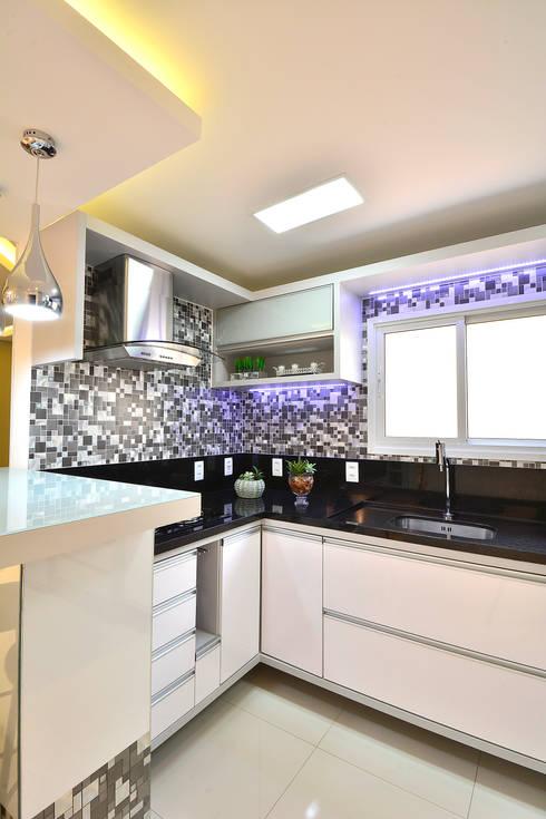 Cocinas de estilo moderno por Graça Brenner Arquitetura e Interiores