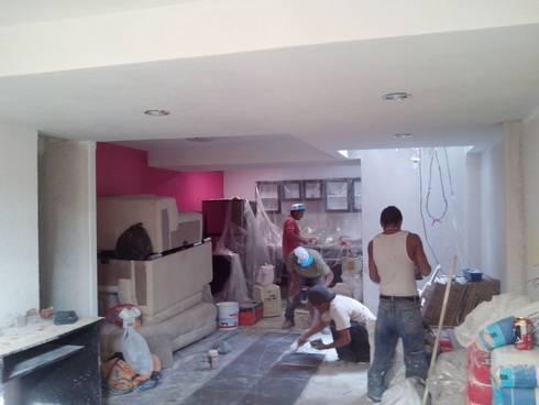 Vivienda Cuautitlan Izcalli: Salas de estilo moderno por Taller Esencia