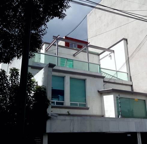 Pitagoras 715: Casas de estilo minimalista por Taller Esencia