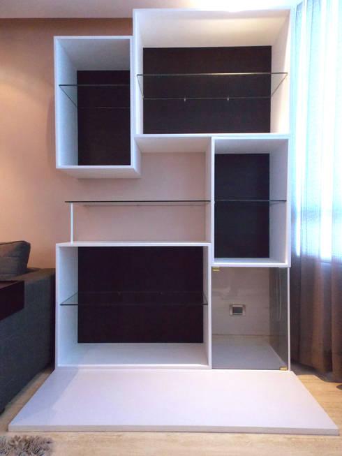 Mueble Vitrina: Salas/Recibidores de estilo moderno por TRIBU ESTUDIO CREATIVO