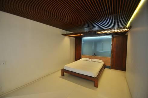 Master Bedroom: mediterranean Bedroom by The White Room