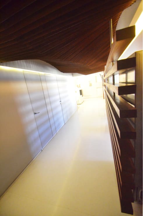 Corridor:  Corridor & hallway by The White Room