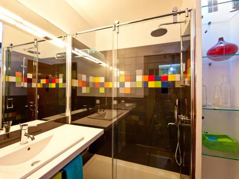 A casa de banho Kubic: Casas de banho modernas por Architect Your Home