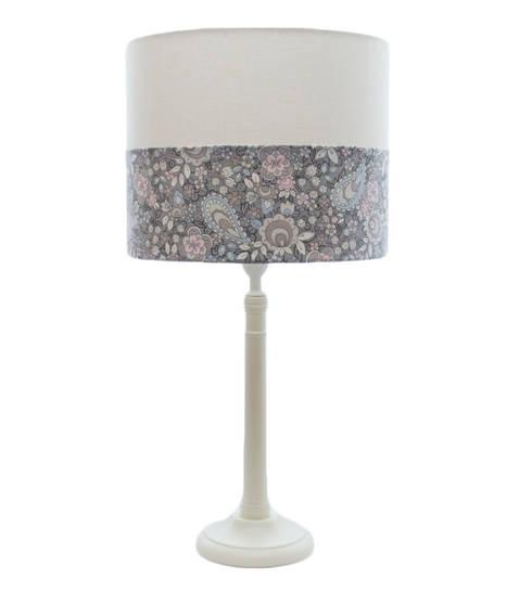 Paisley Lamp: Quarto de crianças  por Magic Nest