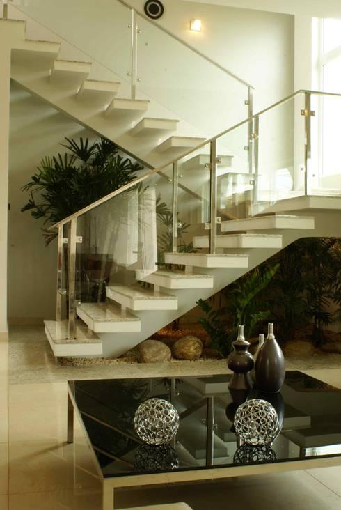 Escadas  por Penha Alba Arquitetura e Interiores