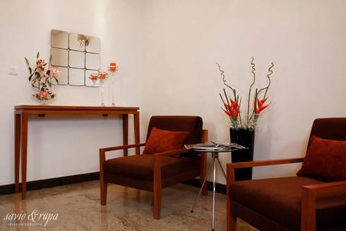 Foyer: modern Corridor, hallway & stairs by Savio and Rupa Interior Concepts