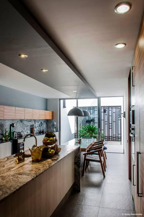 casaMEZQUITE: Cocinas de estilo moderno por BAG arquitectura