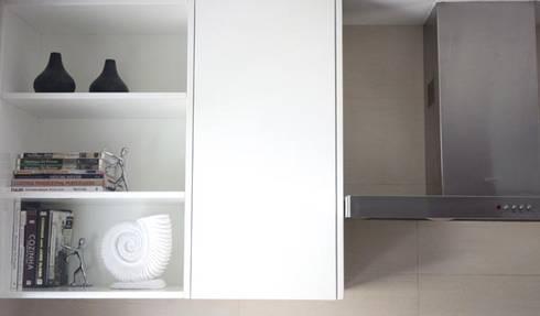 Uma decoração depurada: Cozinhas modernas por Architect Your Home