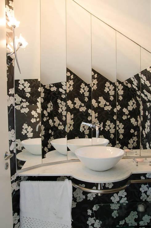 Casas de banho  por A/ZERO Arquitetura