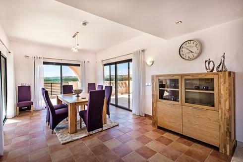 Frontera Dining Room: Sala de estar  por Frontera Furniture Algarve