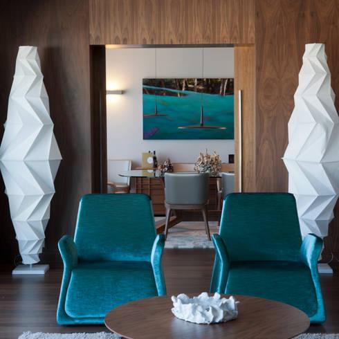 Suite: Salas de estar modernas por NL Decoração
