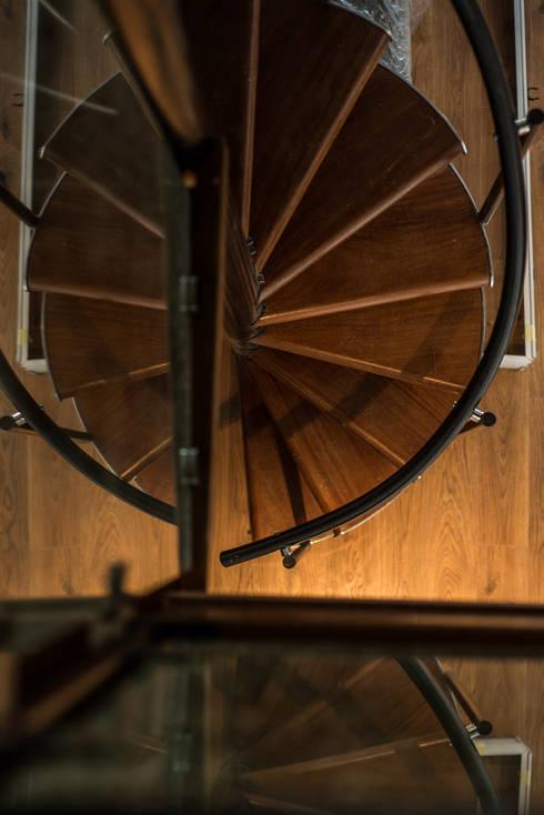 Ático Duplex, Reforma integral: Pasillos y vestíbulos de estilo  de Molina Decoración