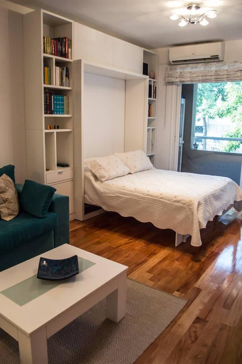 Cama rebatible abierta: Dormitorios de estilo minimalista por MINBAI