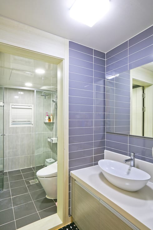 양면의 얼굴을 가진 전원주택 [경기도 수원 이목동]: 한글주택(주)의  욕실