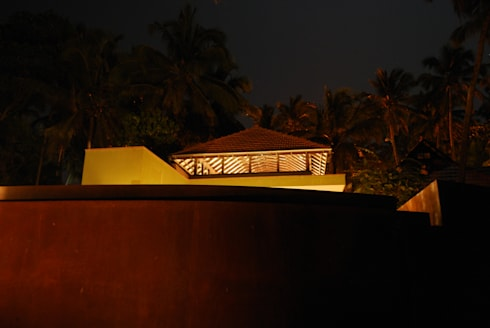 Western facade at night: minimalistic Houses by GDKdesigns