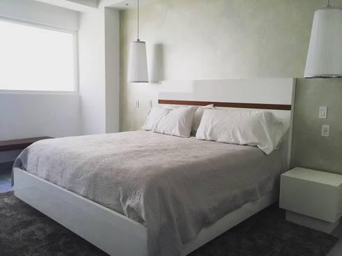 Bedroom. : Recámaras de estilo minimalista por DECO designers