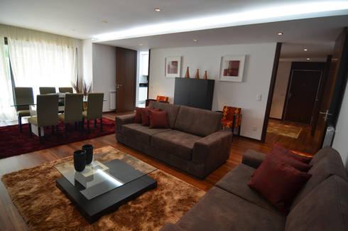 Altavista 9: Salas de estar minimalistas por BLK-Porto Arquitectura