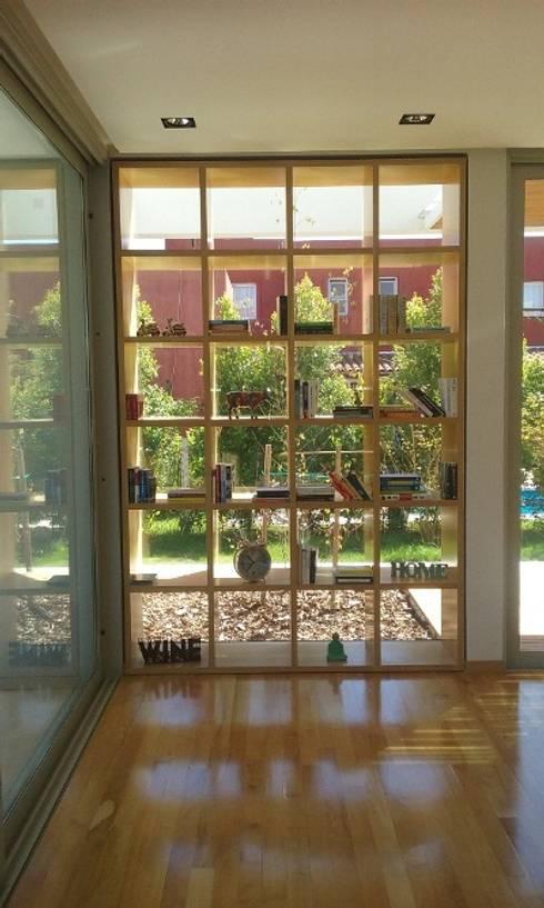 Salas de estilo minimalista por estudio|44