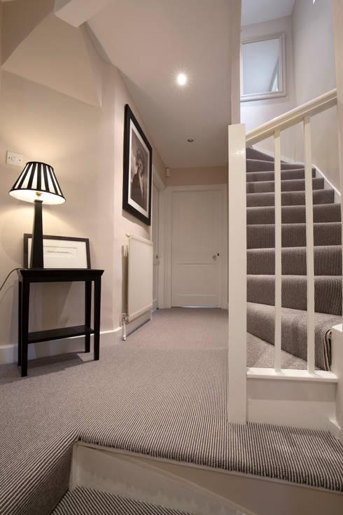 Ingresso & Corridoio in stile  di Lothian Design