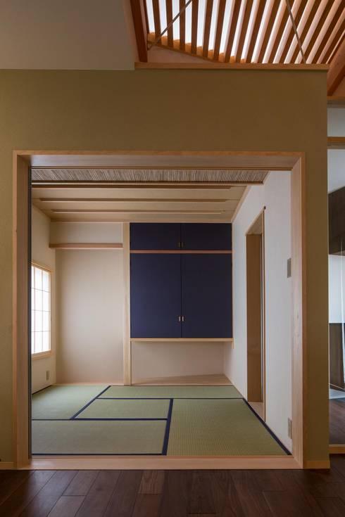 Media room by アトリエ・ブリコラージュ一級建築士事務所