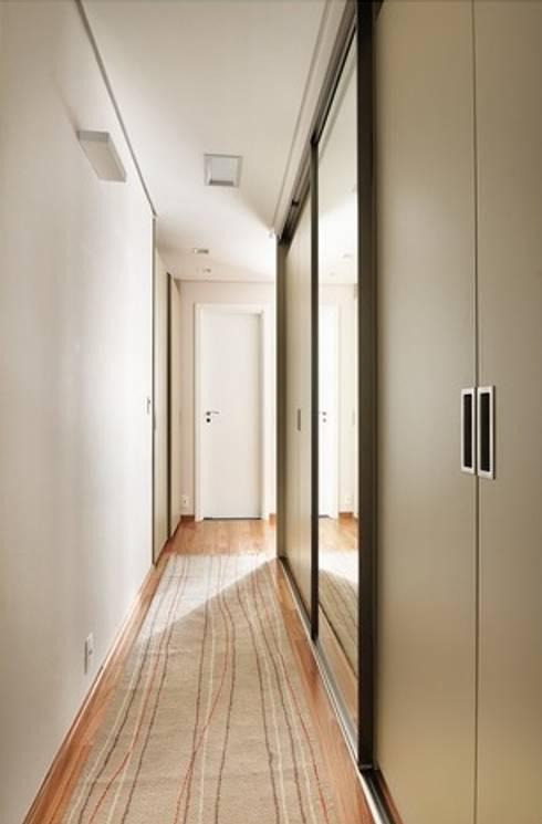 Closet Máster: Closets modernos por Madi Arquitetura e Design