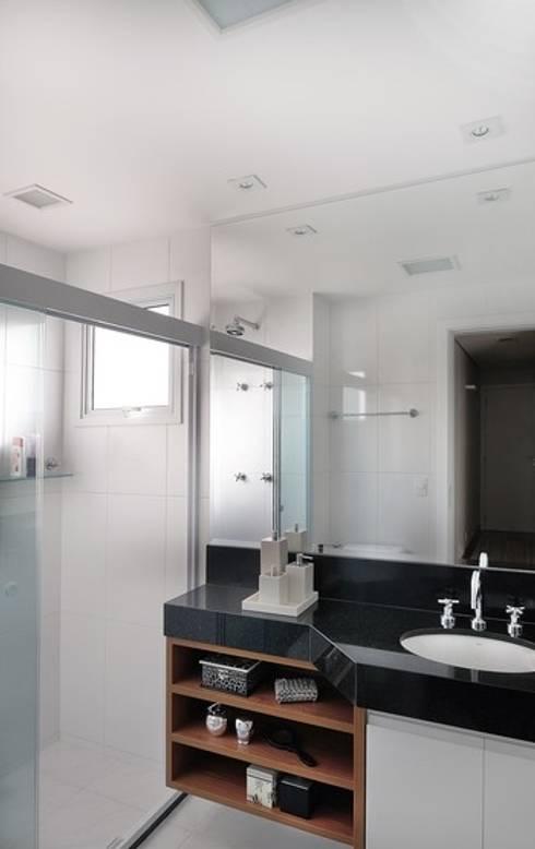 Banho Máster: Banheiros modernos por Madi Arquitetura e Design