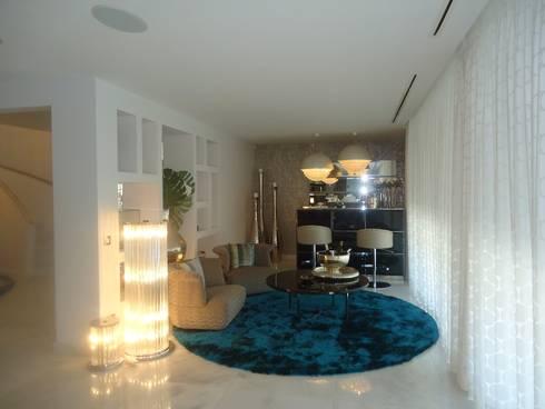 Sala de Estar: Salas de estar modernas por Belgas Constrói Lda