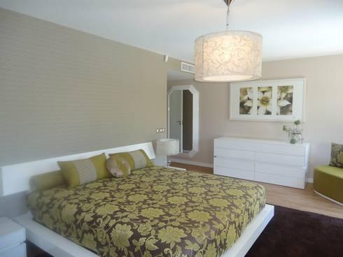Suite 2: Quartos modernos por Belgas Constrói Lda