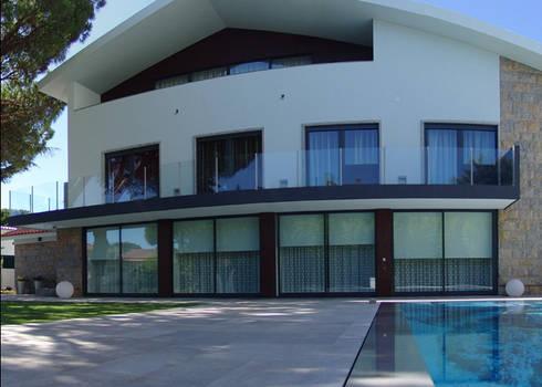 Fachada Principal: Casas modernas por Belgas Constrói Lda