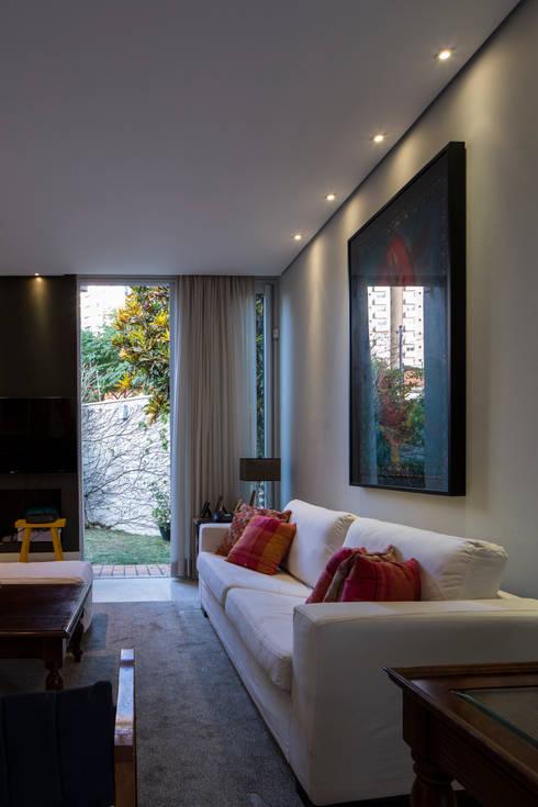 Sala de Estar: Salas de estar modernas por JAA Arquitetos
