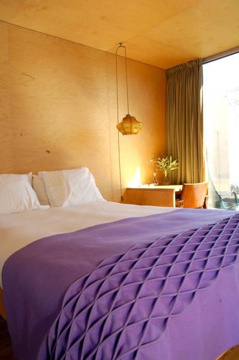 Dormitorios de estilo  por Burel Factory