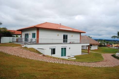 Casa de Hóspedes: Casas modernas por MBDesign Arquitetura & Interiores