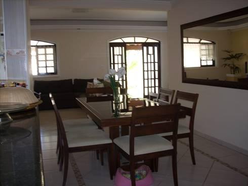 Casa de Hóspedes - Antes: Salas de estar modernas por MBDesign Arquitetura & Interiores