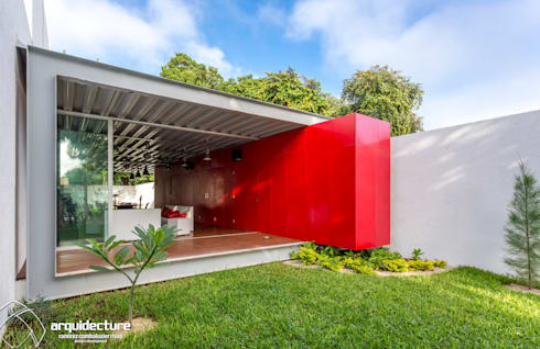Fachada principal: Casas de estilo industrial por Grupo Arquidecture