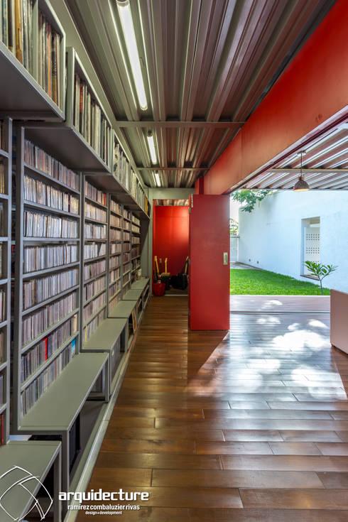 ESTUDIO 2XR: Vestidores y closets de estilo industrial por Grupo Arquidecture
