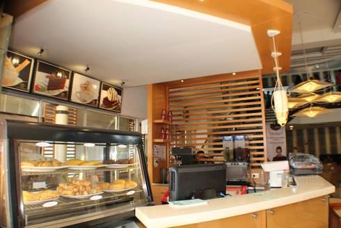 CAFE ROMERO : Pasillos y vestíbulos de estilo  por OCA ARQUITECTURA INTERIOR