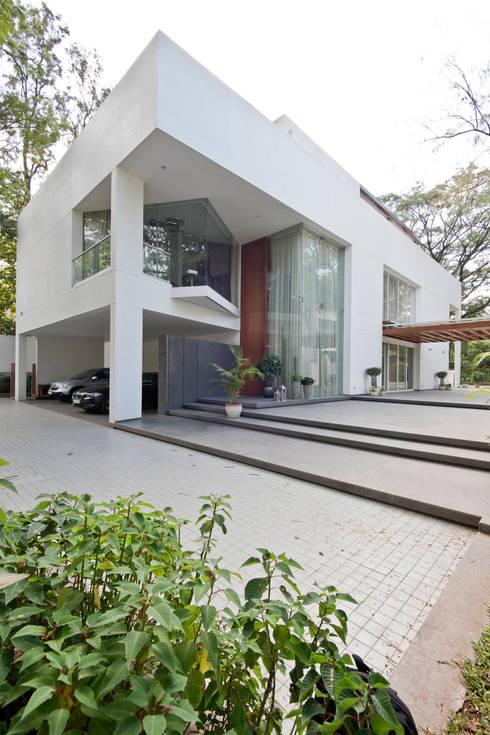 บ้านและที่อยู่อาศัย by Chaney Architects