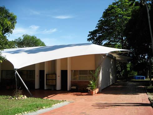 ::MEMBRANAS ARQUITECTONICAS - CLUB CAMPESTRE EL PUENTE ::: Casas de estilo tropical por Diseños & Fachadas SAS