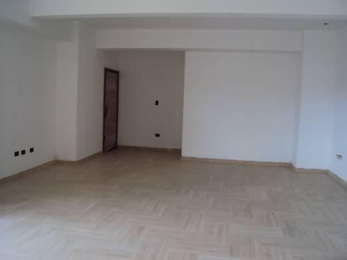 Acceso al apartamento:  de estilo  por Complementi Centro Decorativo